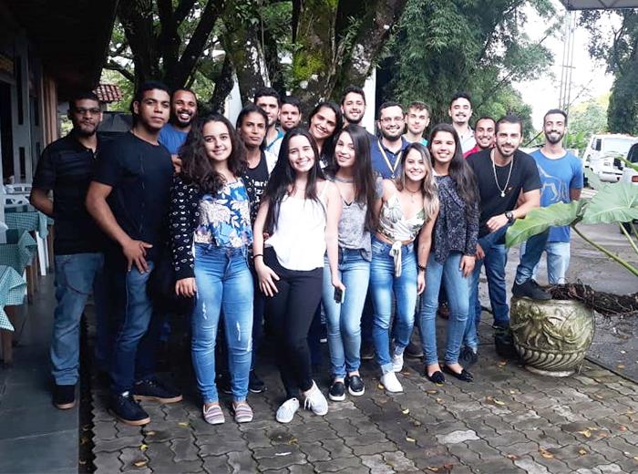 Alunos do 4º período de Administração da Univiçosa visitaram a sede de operação da empresa de investimentos Futureinvest e assistiram palestra do assessor de investimento Rodrigo Miguel Pinto