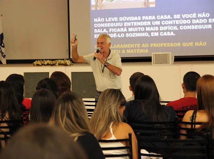 Toda a comunidade acadêmica das unidades da Univiçosafoi mobilizadapara recepcionar os alunos na abertura doprimeiro semestre letivo de 2018