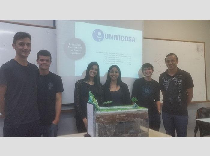 <h1>Os alunos do 3º período noturno apresentaram seminário sobre os problemas geológico-geotécnicos que ocorrem em zonas cársticas</h1>