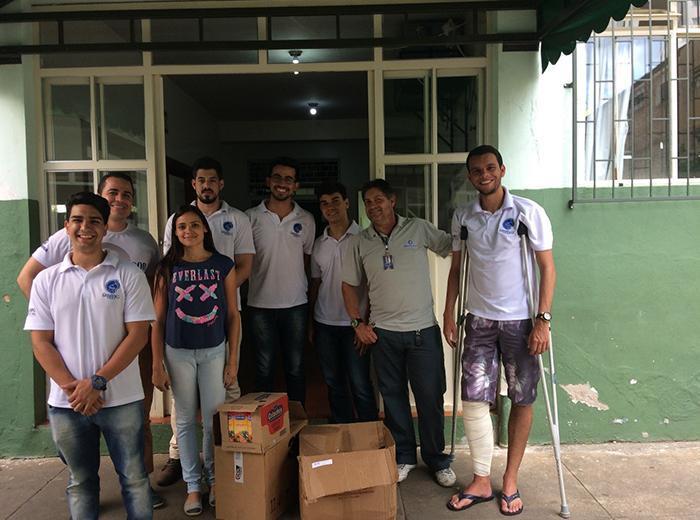 O curso de Engenharia Civil juntamente com seu Centro Acadêmico ConstruIR, realizam doações de alimentos e leite a três instituições de caridade em Viçosa
