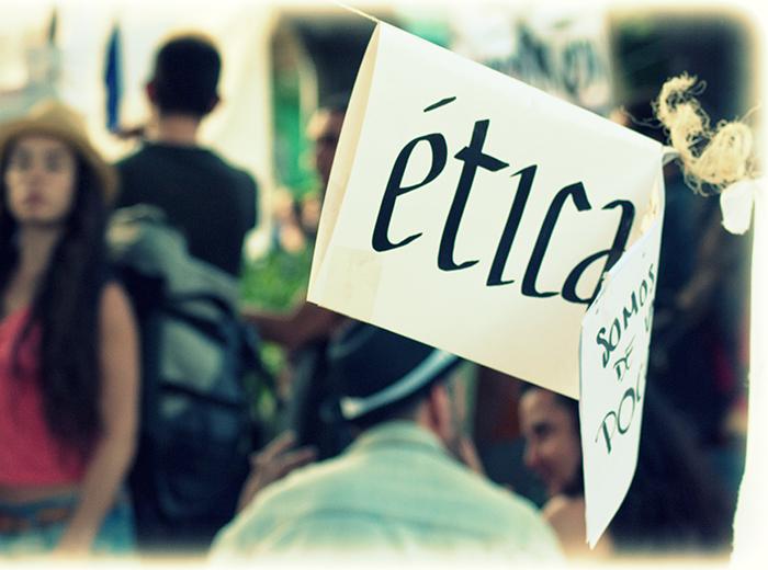 Existem vários princípios éticos que são aplicáveis às sociedades e aqueles que servem para um grupo de pessoas