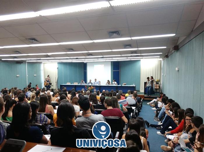 O evento sediado na Universidade Federal de Viçosa, reuniu a comunidade local, alunos e profissionais da área da saúde.