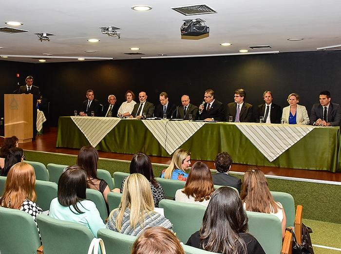A assistente jurídica do Centro Judiciário de Solução de Conflitos e Cidadania (CEJUSC) de Viçosa, Patricia de Souza Faria Lima, participou do Seminário e avaliou o saldo do evento como