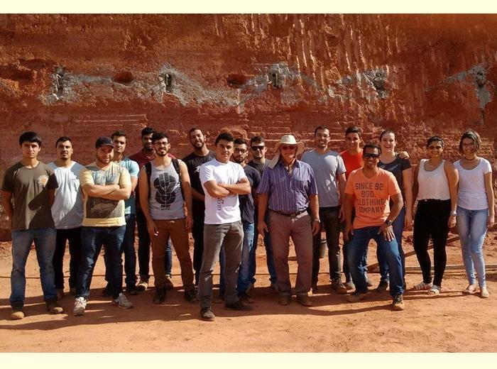 Estudantes do sexto período visitaram uma estrutura de contenção em solo grampeado em Viçosa