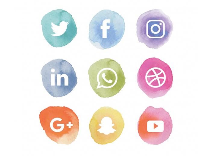 O Brasil possui atualmente 236 milhões de telefones celulares habilitados, portanto a internet é a grande fonte de informação que tem potencial para decidir a formação da opinião pública