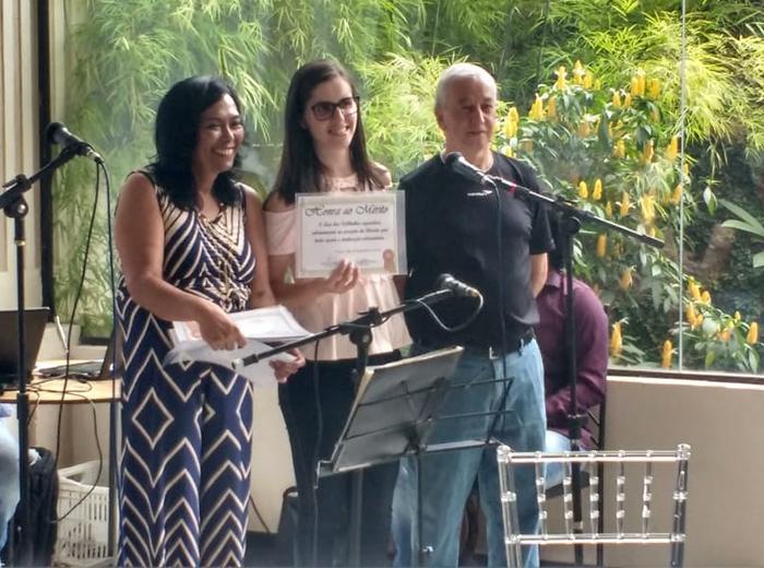"""A Univiçosa foi representada por membros de alguns dos projetos que são desenvolvidos no Lar dos Velhinhos: Projeto """"Amigos do Lar"""" e UniNASF"""